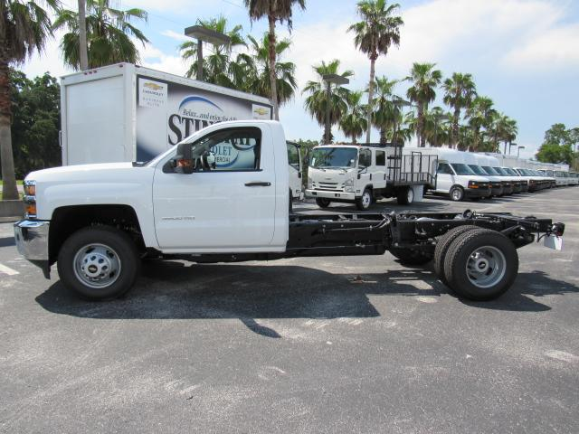 2017 Silverado 3500 Regular Cab 4x4, Cab Chassis #HF227611 - photo 3