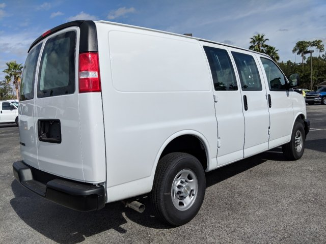 2018 Express 2500 4x2,  Empty Cargo Van #J1345660 - photo 1