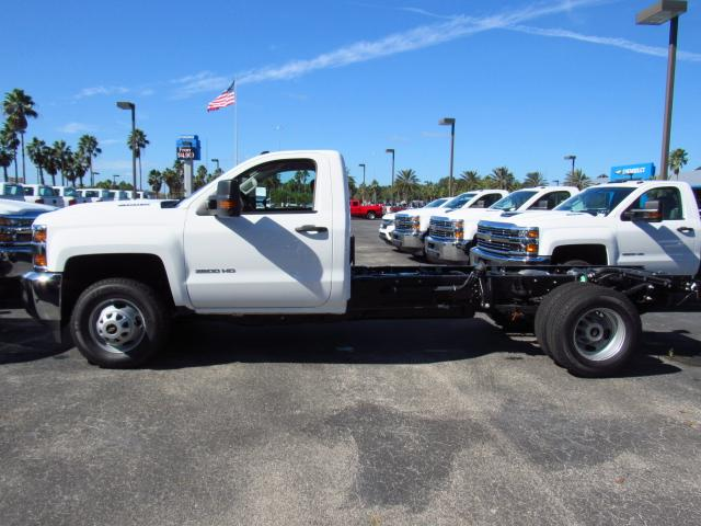 2018 Silverado 3500 Regular Cab 4x4 Cab Chassis #JF133908 - photo 3