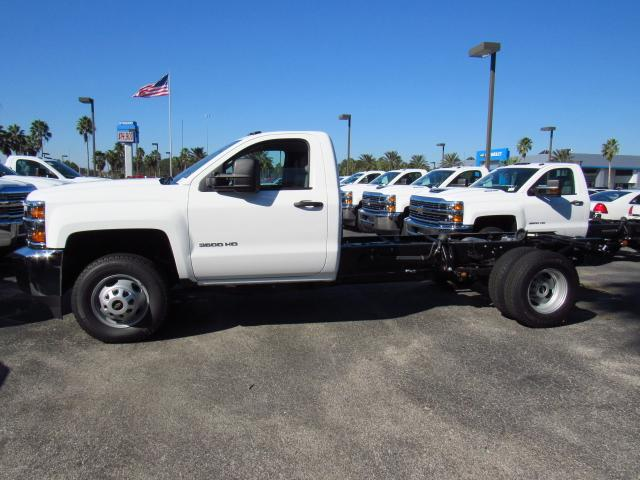 2018 Silverado 3500 Regular Cab 4x4 Cab Chassis #JF137323 - photo 3
