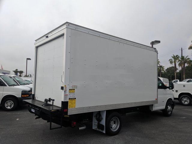2020 Chevrolet Express 3500 4x2, J&B Truck Body Cutaway Van #L1155726 - photo 1