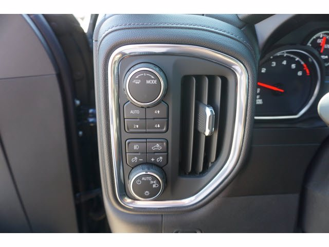 2020 Chevrolet Silverado 1500 Crew Cab 4x4, Pickup #102676 - photo 14