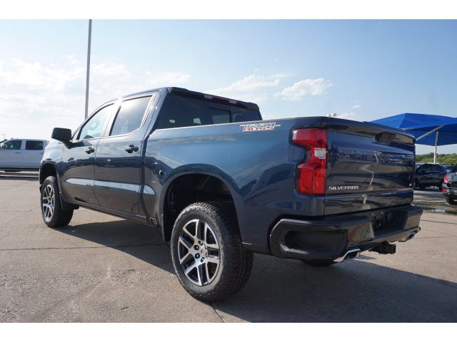 2020 Chevrolet Silverado 1500 Crew Cab 4x4, Pickup #102676 - photo 2