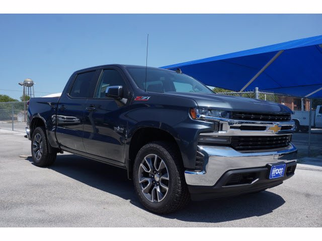 2020 Chevrolet Silverado 1500 Crew Cab 4x4, Pickup #102741 - photo 3