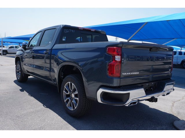 2020 Chevrolet Silverado 1500 Crew Cab 4x4, Pickup #102741 - photo 2