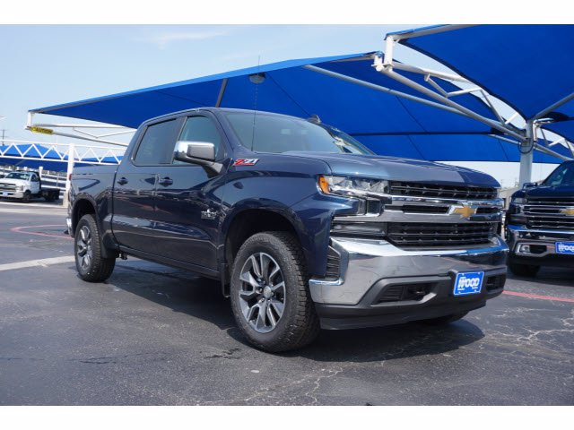 2020 Chevrolet Silverado 1500 Crew Cab 4x4, Pickup #102950 - photo 3