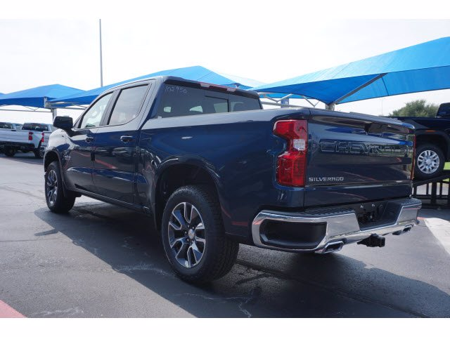 2020 Chevrolet Silverado 1500 Crew Cab 4x4, Pickup #102950 - photo 2