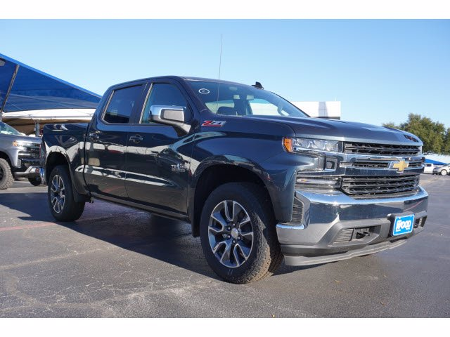 2020 Chevrolet Silverado 1500 Crew Cab 4x4, Pickup #103025 - photo 3