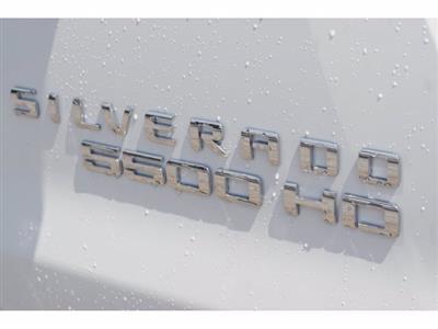 2020 Chevrolet Silverado 5500 Crew Cab DRW RWD, Knapheide PGNB Gooseneck Platform Body #203236 - photo 5