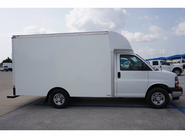 2020 Chevrolet Express 3500 RWD, Supreme Cutaway Van #204207 - photo 4