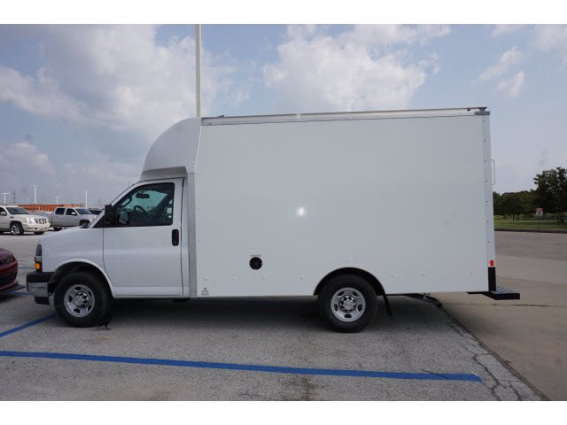 2020 Chevrolet Express 3500 RWD, Supreme Cutaway Van #204207 - photo 7