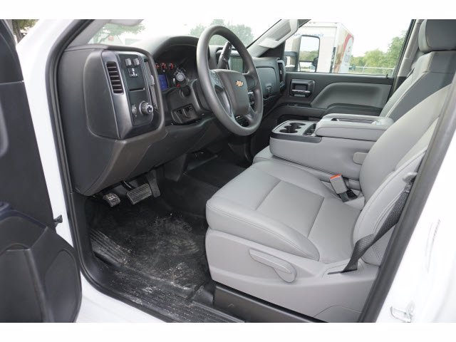 2020 Chevrolet Silverado 5500 Crew Cab DRW RWD, Knapheide PGNB Gooseneck Platform Body #204363 - photo 10
