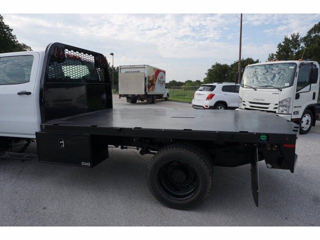 2020 Chevrolet Silverado 5500 Crew Cab DRW RWD, Knapheide PGNB Gooseneck Platform Body #204363 - photo 9