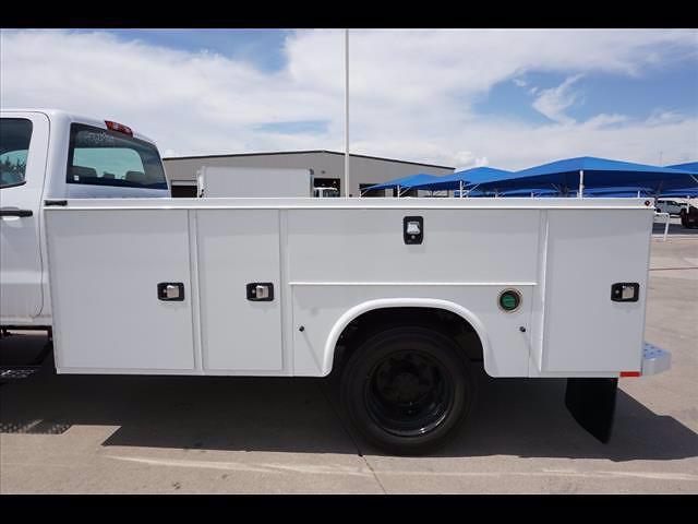 2021 Chevrolet Silverado 5500 Crew Cab DRW 4x2, Cab Chassis #212994 - photo 9