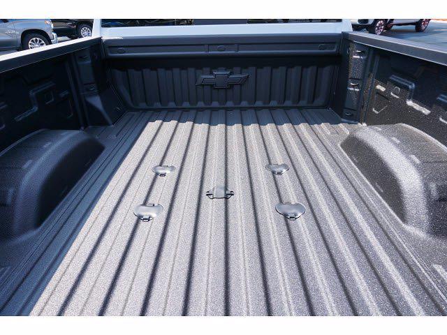 2021 Chevrolet Silverado 2500 Crew Cab 4x4, Pickup #213160 - photo 20