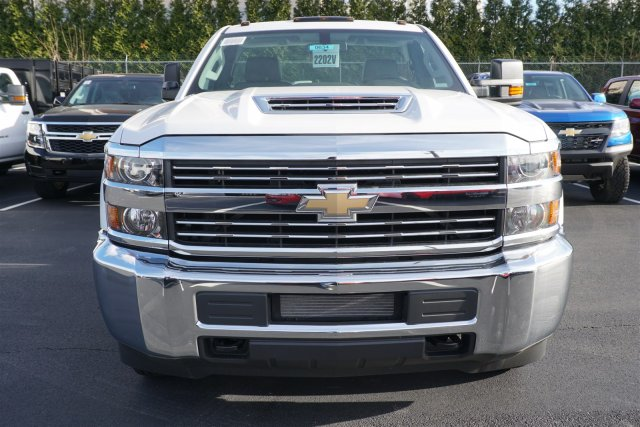 2018 Silverado 3500 Regular Cab DRW 4x2,  Reading SL Service Body #18-0634 - photo 3