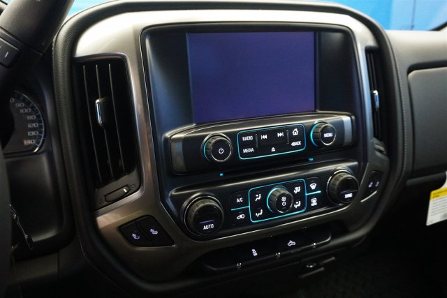 2018 Silverado 1500 Crew Cab 4x4,  Pickup #18-0720 - photo 16