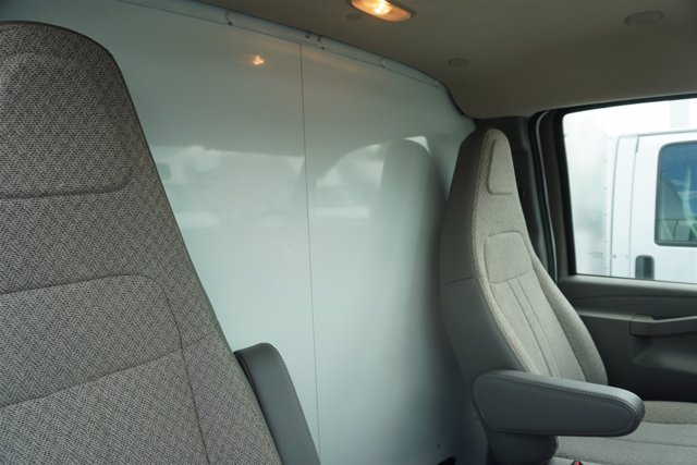 2020 Chevrolet Express 4500 RWD, Supreme Iner-City Dry Freight #20-6826 - photo 22