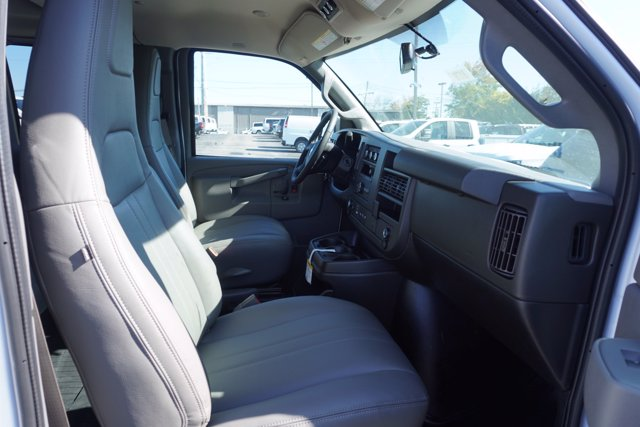 2020 Chevrolet Express 2500 4x2, Passenger Wagon #20-8124 - photo 21