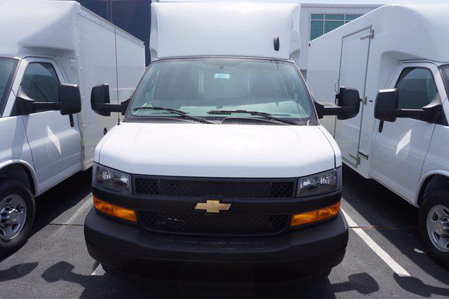2021 Chevrolet Express 3500 4x2, Unicell Aerocell CW Cutaway Van #21-9433 - photo 4