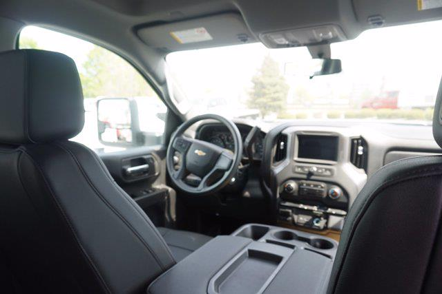 2021 Chevrolet Silverado 3500 Crew Cab 4x4, Monroe Tow 'N Haul Gooseneck Platform Body #21-9874 - photo 20