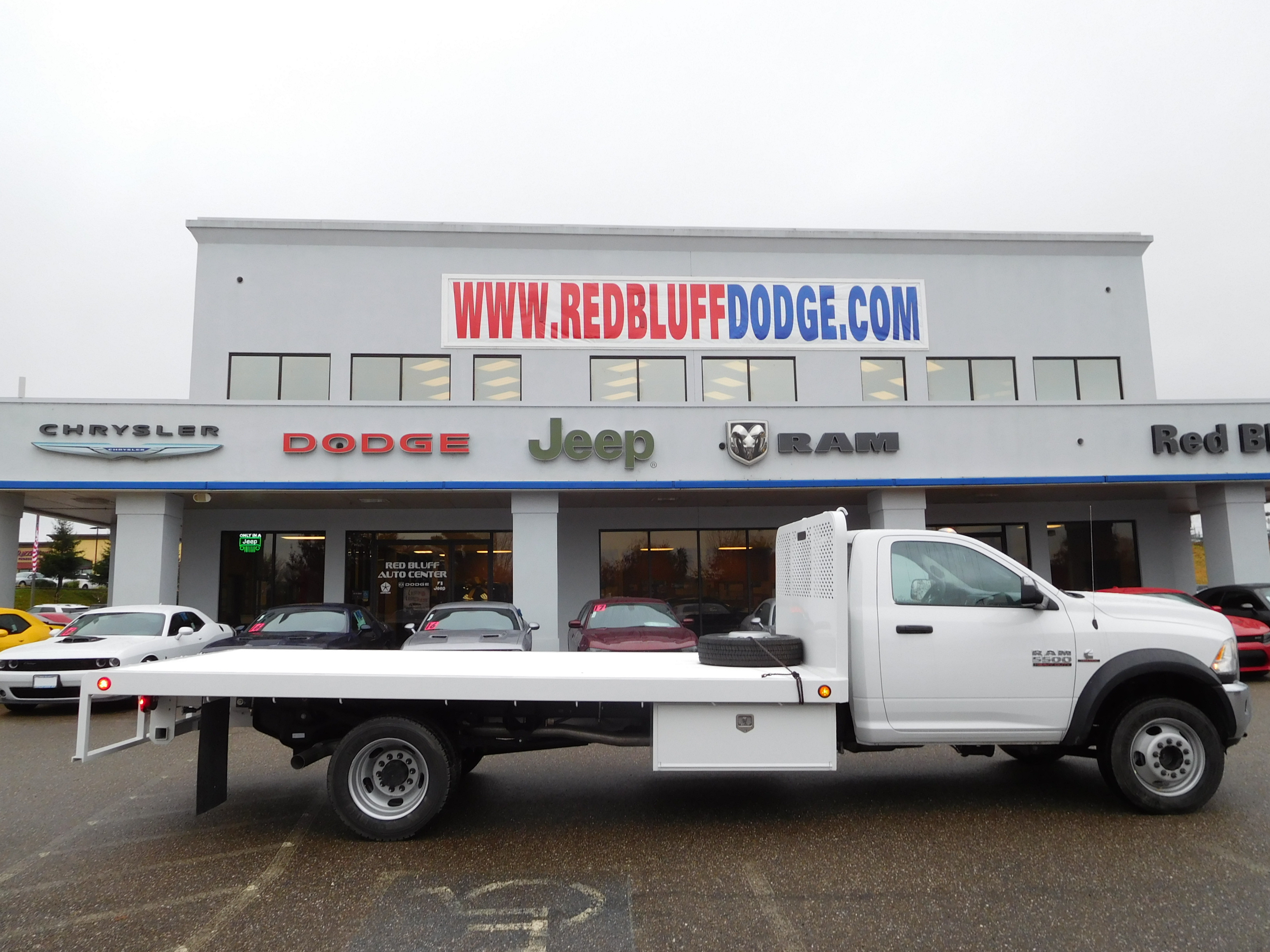 2017 Ram 5500 Regular Cab DRW 4x4, Platform Body #14288 - photo 3