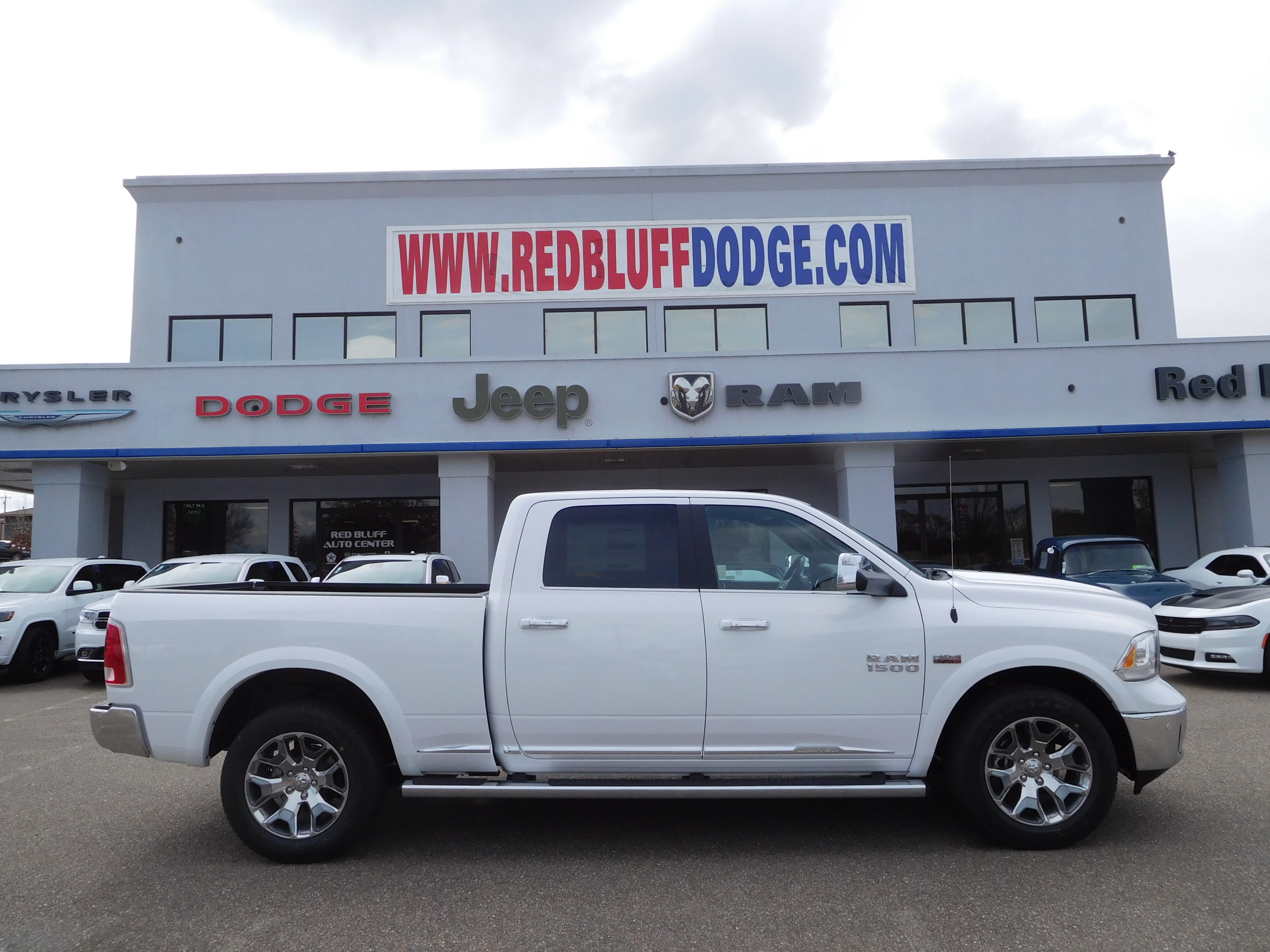 2017 Ram 1500 Crew Cab 4x4, Pickup #14592 - photo 3