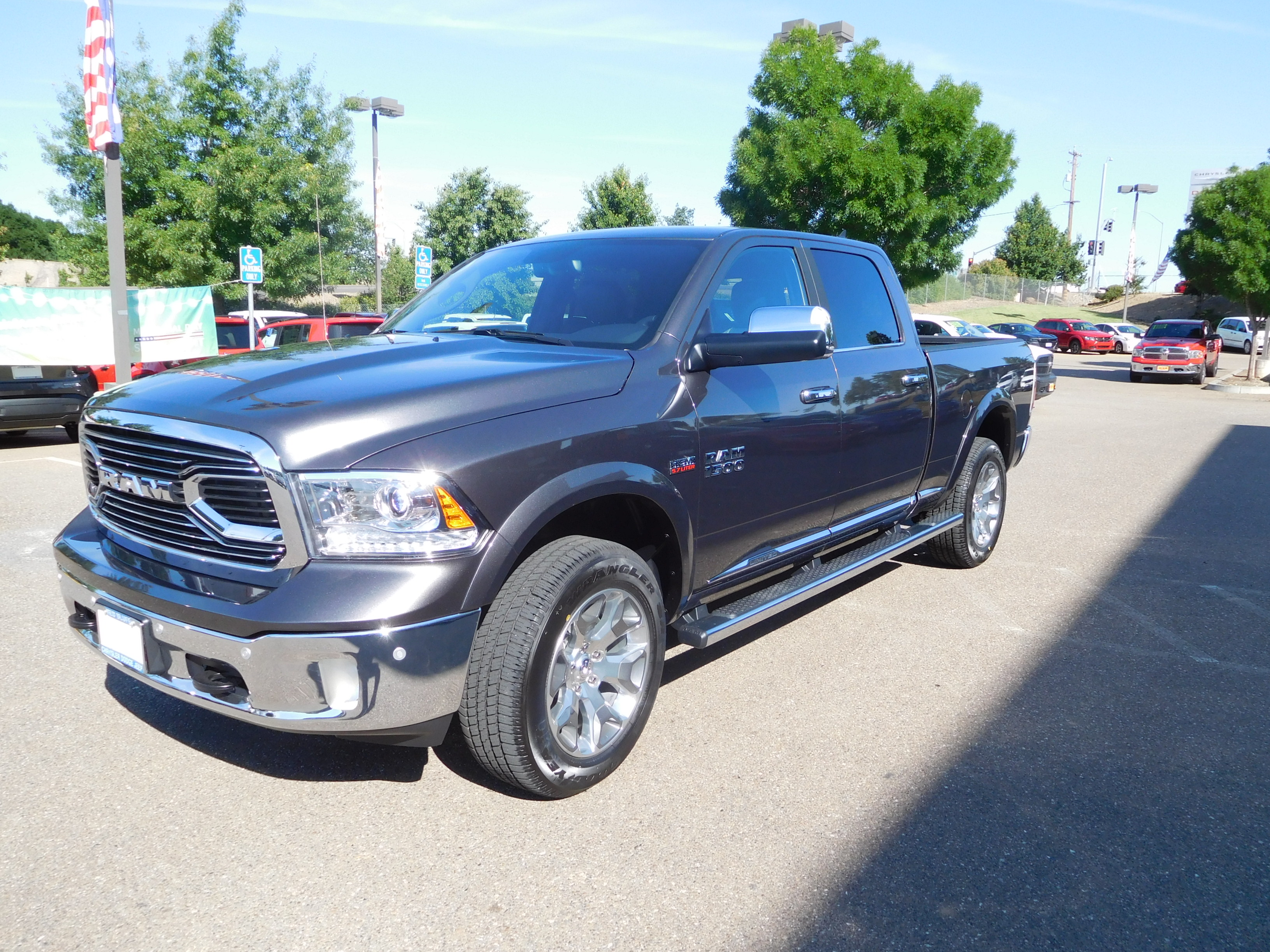 2017 Ram 1500 Crew Cab 4x4, Pickup #14947 - photo 5