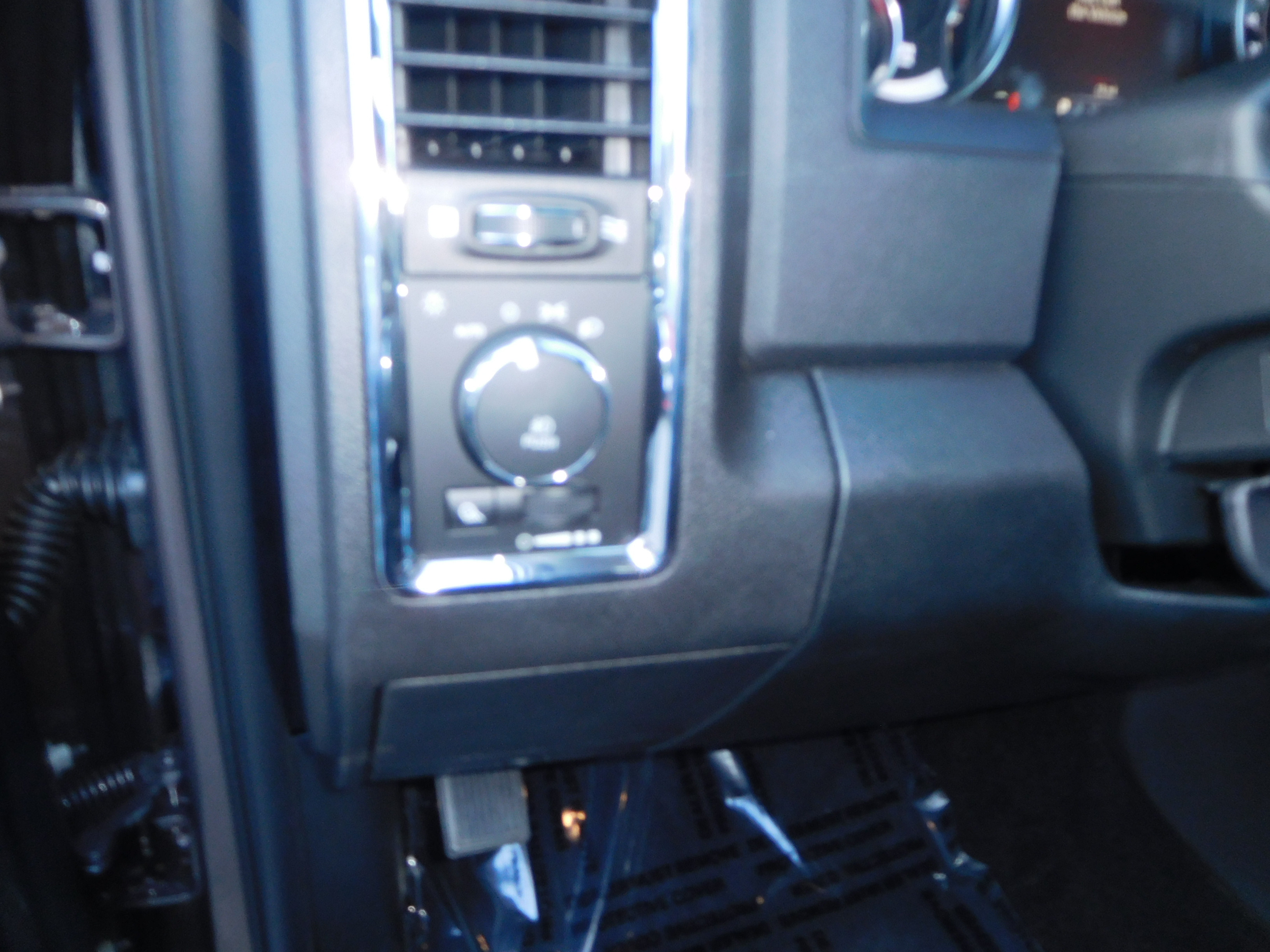 2018 Ram 1500 Crew Cab 4x4, Pickup #15363 - photo 10