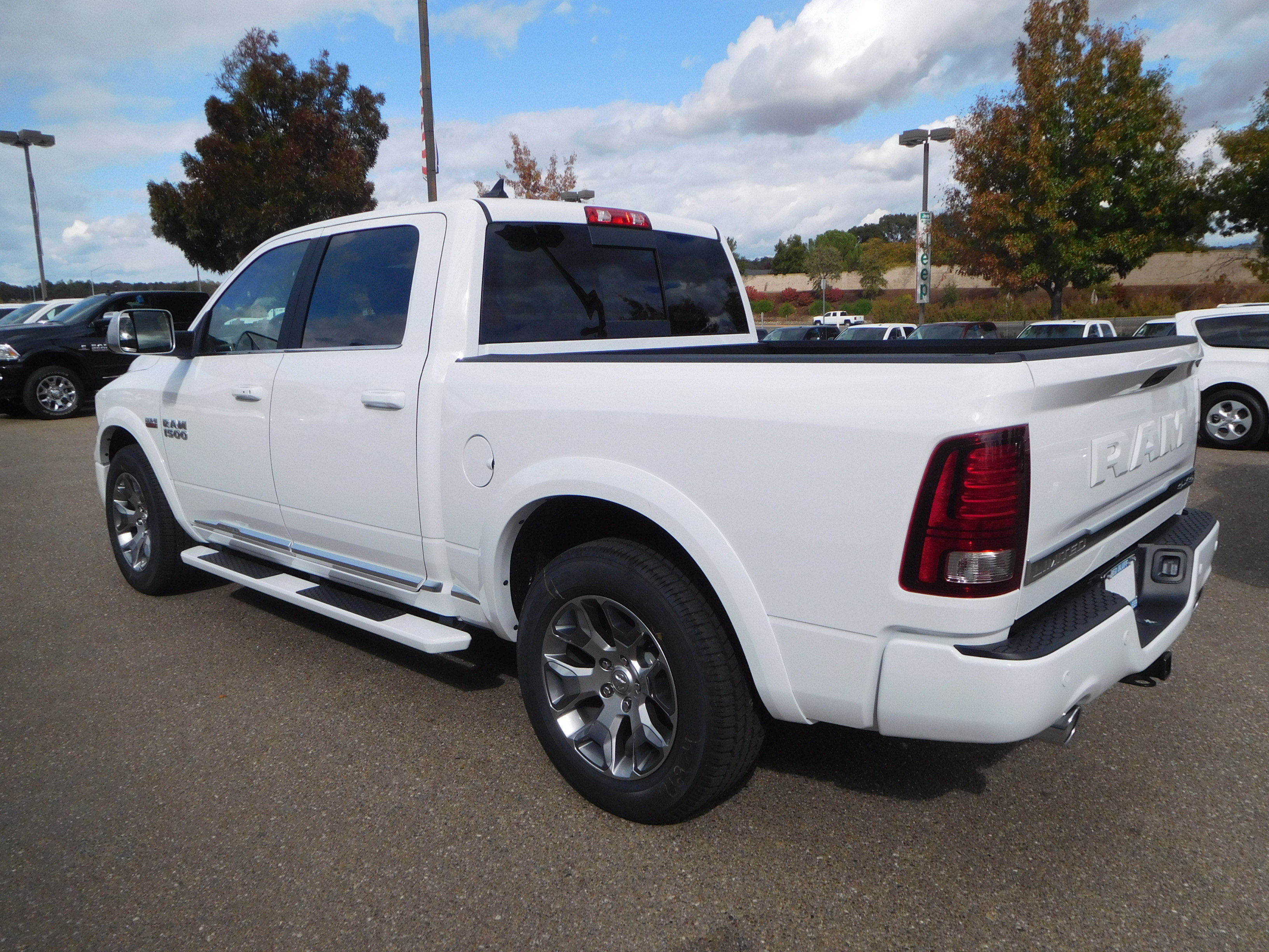 2018 Ram 1500 Crew Cab 4x4, Pickup #15386 - photo 7