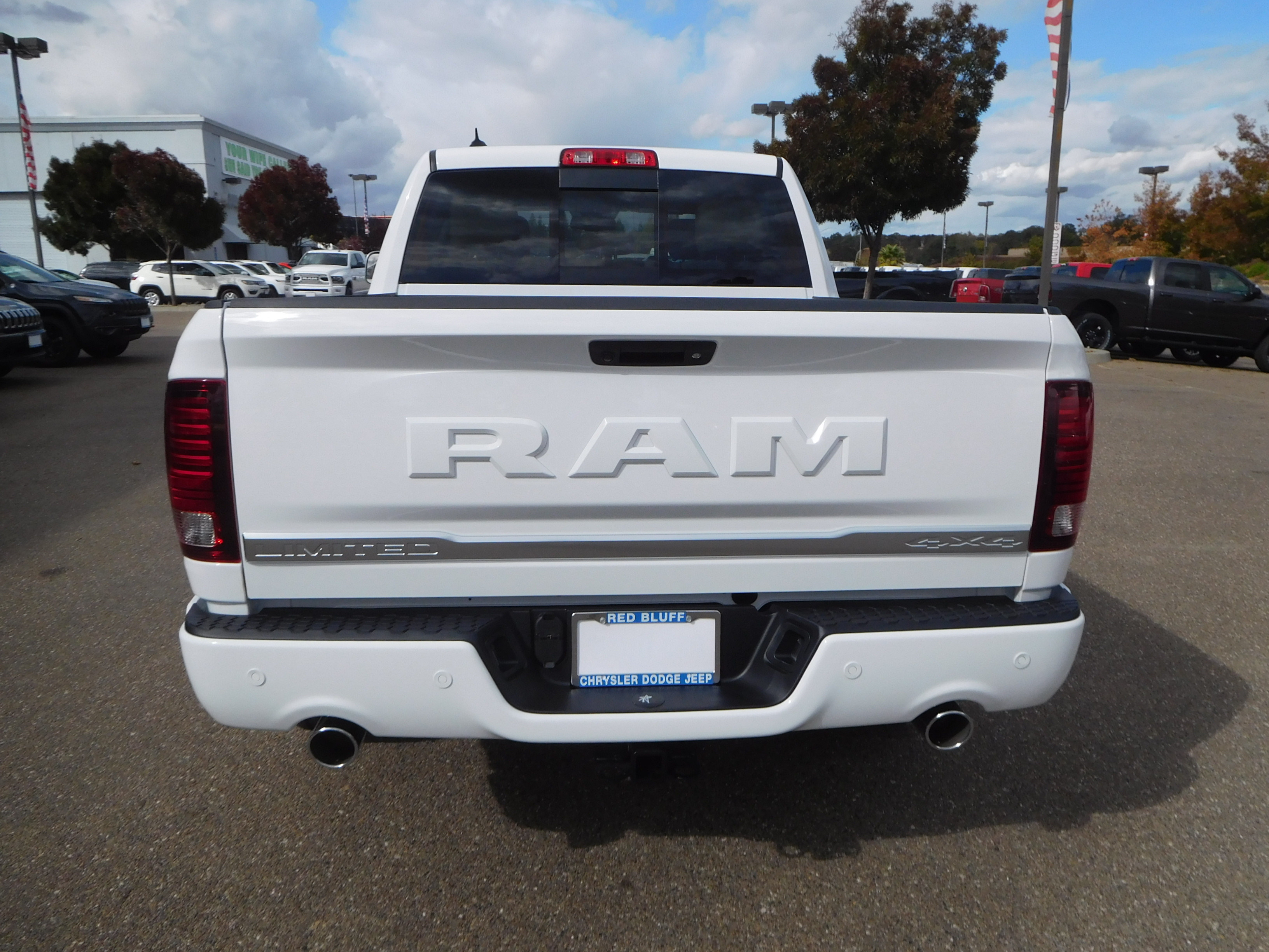 2018 Ram 1500 Crew Cab 4x4, Pickup #15386 - photo 8