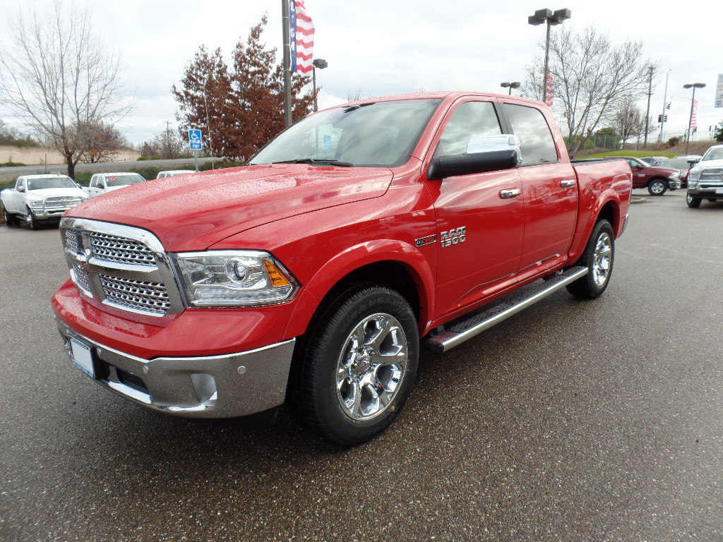 2017 Ram 1500 Crew Cab 4x4, Pickup #15760 - photo 5