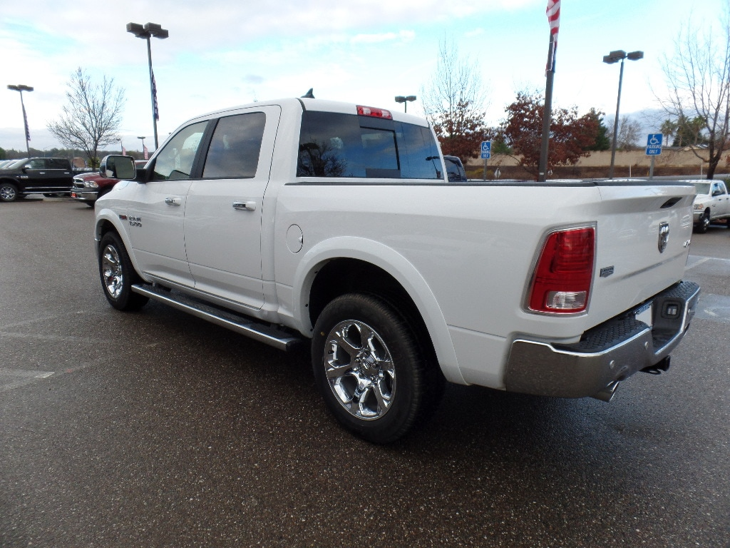 2017 Ram 1500 Crew Cab 4x4, Pickup #15772 - photo 7