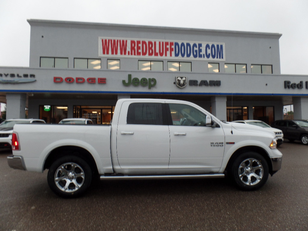 2017 Ram 1500 Crew Cab 4x4, Pickup #15776 - photo 3