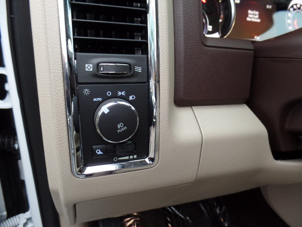 2017 Ram 1500 Crew Cab 4x4, Pickup #15776 - photo 14