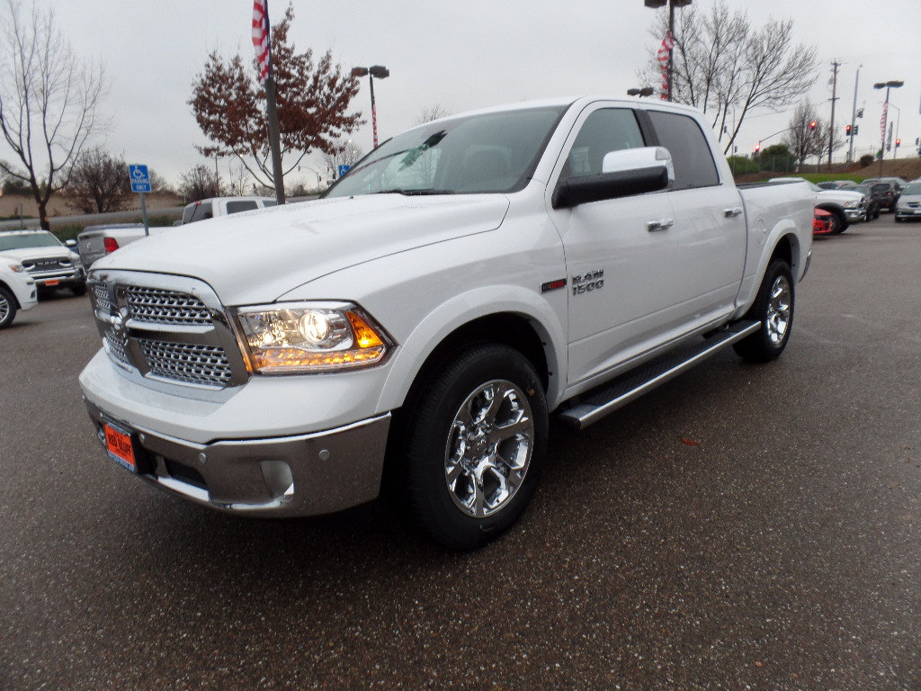 2017 Ram 1500 Crew Cab 4x4, Pickup #15776 - photo 5