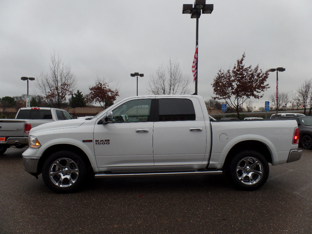 2017 Ram 1500 Crew Cab 4x4, Pickup #15776 - photo 6