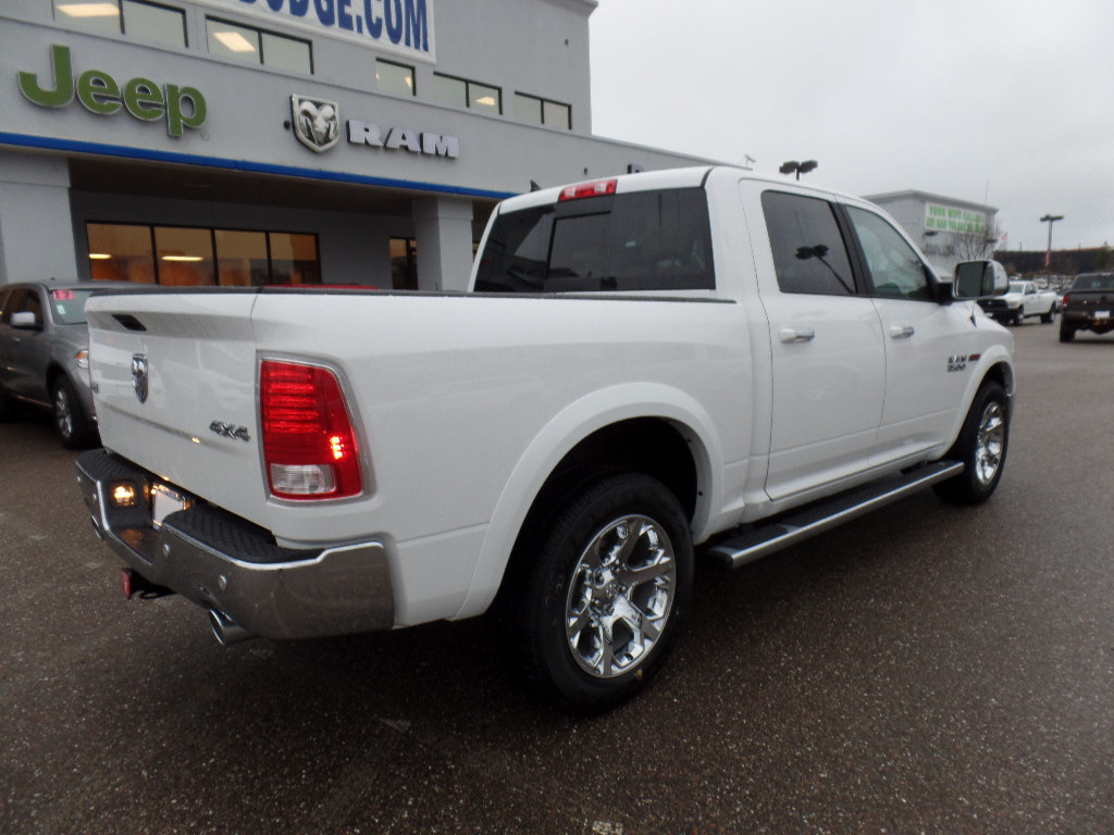 2017 Ram 1500 Crew Cab 4x4, Pickup #15776 - photo 2