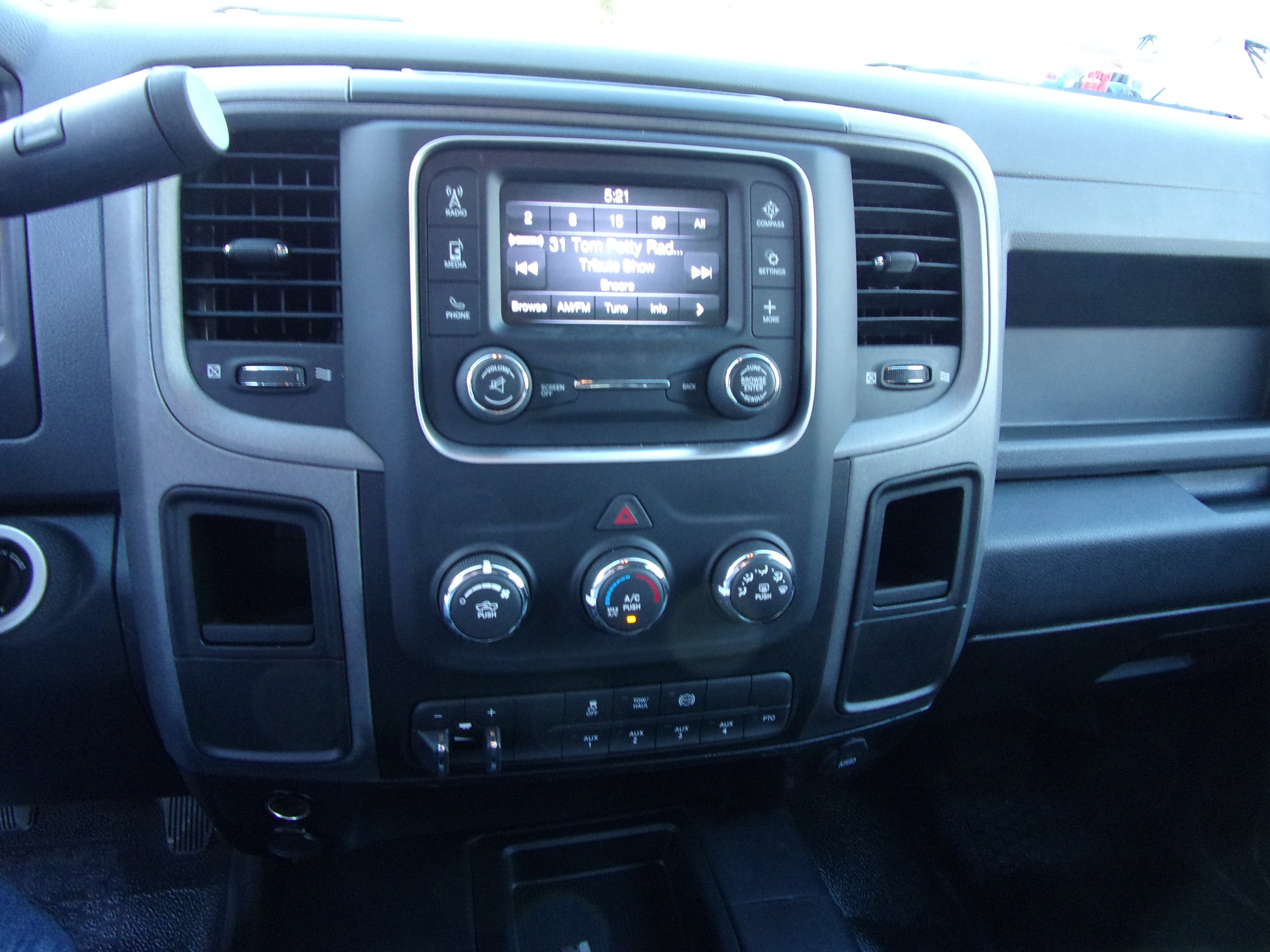 2018 Ram 5500 Crew Cab DRW 4x4,  Combo Body #16871 - photo 18