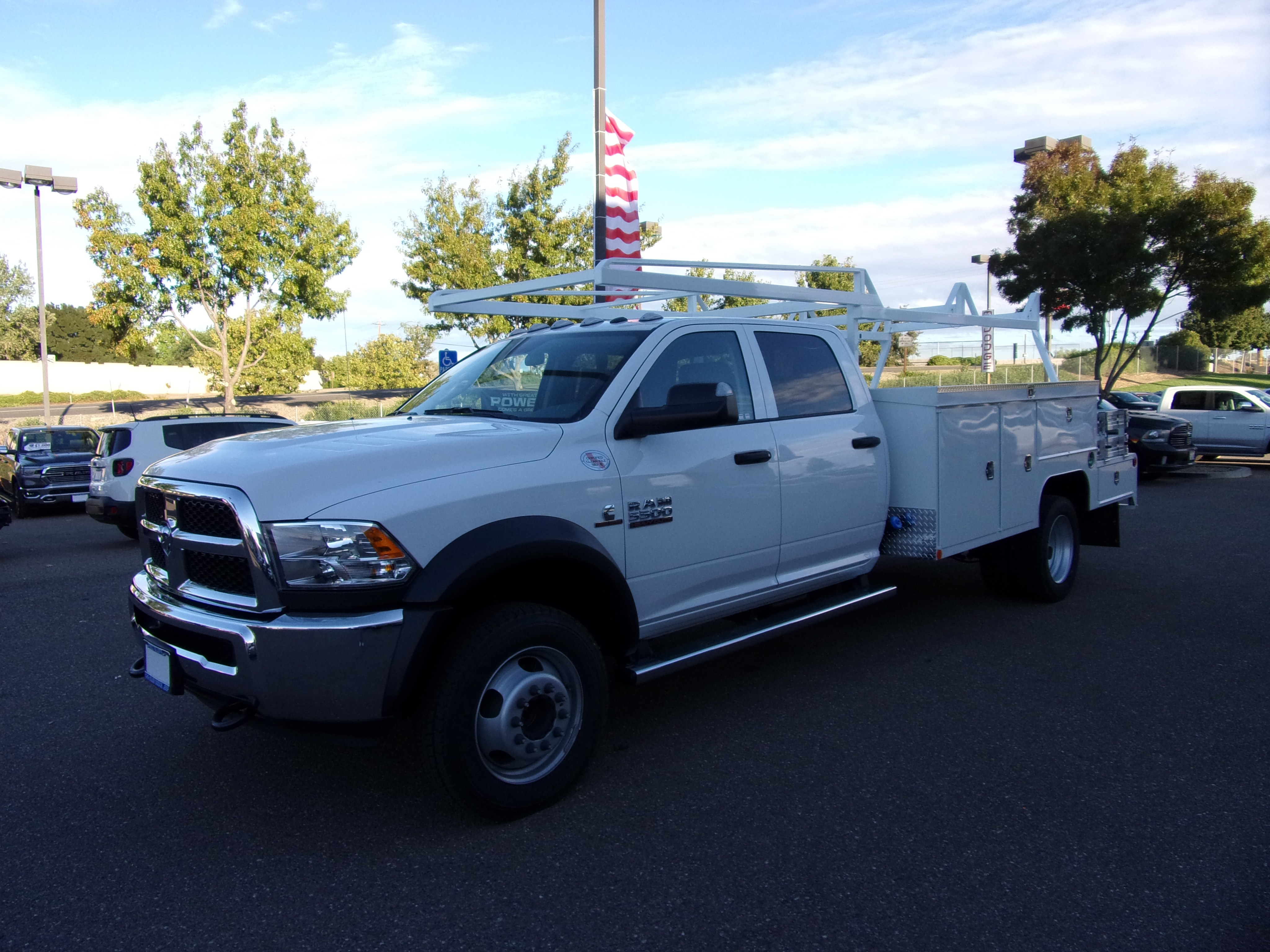 2018 Ram 5500 Crew Cab DRW 4x4,  Combo Body #16871 - photo 5