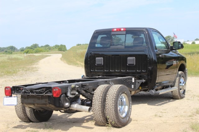 2016 Ram 3500 Regular Cab DRW 4x4,  Cab Chassis #G332914 - photo 4