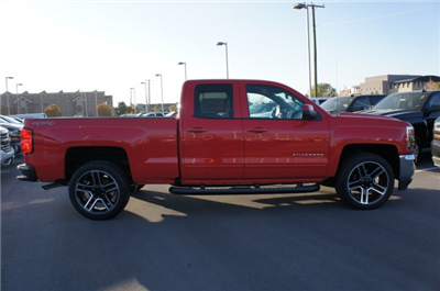 2017 Silverado 1500 Double Cab 4x4, Pickup #T07727 - photo 4