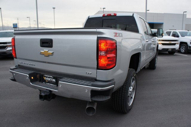 2018 Silverado 2500 Crew Cab 4x4 Pickup #T08202 - photo 2