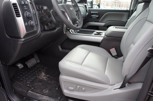 2018 Silverado 3500 Crew Cab 4x4,  Pickup #T08650 - photo 17