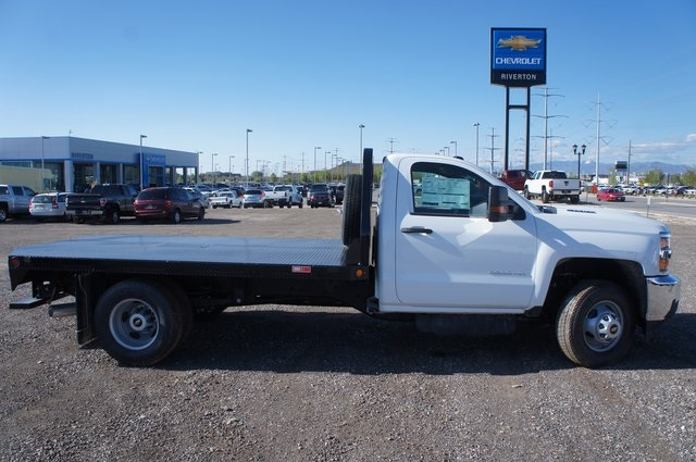 2018 Silverado 3500 Regular Cab DRW 4x4,  Platform Body #T08674 - photo 3
