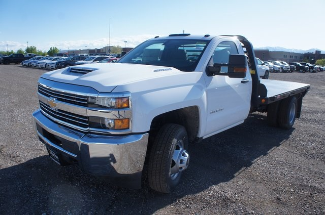 2018 Silverado 3500 Regular Cab DRW 4x4,  Platform Body #T08674 - photo 7