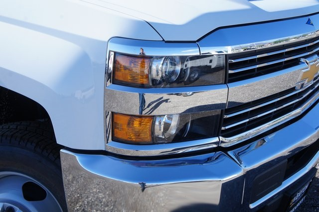 2018 Silverado 3500 Regular Cab DRW 4x4,  Platform Body #T08674 - photo 9