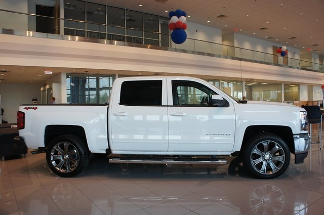 2018 Silverado 1500 Crew Cab 4x4,  Pickup #T18041 - photo 4