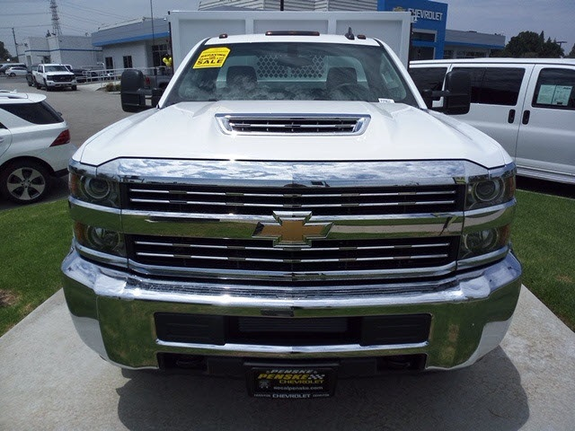 2018 Silverado 3500 Regular Cab DRW 4x2,  Royal Platform Body #JF270537 - photo 3