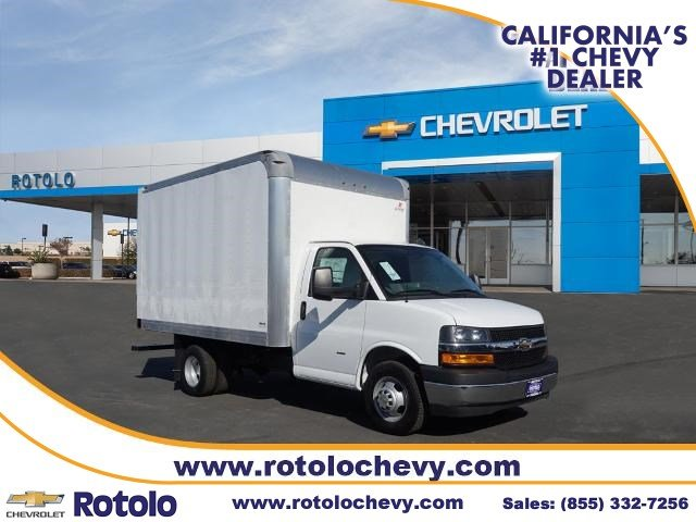 2018 Chevrolet Express 3500 RWD, Supreme Cutaway Van #186434KX - photo 1